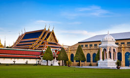 Den storslagna slotten & Wat Phra Kaew (Emerald Buddha Temple), Bangkok, Thailand. gränsmärke av Thailand. Fotografering för Bildbyråer