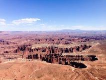 Den storslagna synvinkeln förbiser, Canyonlands, Utah, blå himmel Arkivfoto