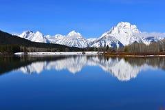 Den storslagna Teton nationalparken med snön täckte på våren tetonbergskedja Arkivfoton