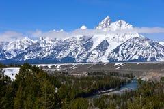 Den storslagna Teton nationalparken med snön täckte på våren tetonbergskedja Royaltyfria Bilder