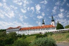Den Strahov kloster nära den Prague slotten, Tjeckien Arkivbilder