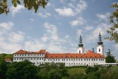 Den Strahov kloster nära den Prague slotten, Tjeckien Arkivfoton