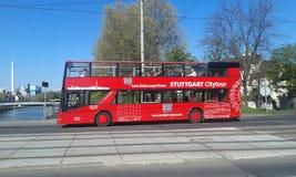 Den Stuttgart staden turnerar bussen Arkivbild