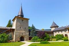 Den Sucevita kloster, Suceava County, Moldavien, Rumänien royaltyfria foton