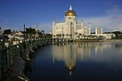 Den SultanOmar Ali Saifudding moskén, Bandar Seri tigger Royaltyfri Foto