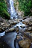 Den Sunanta vattenfallet är den härliga vattenfallet i Thailand Arkivbild
