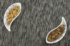 den sunda frukosten, bantar mål av sädesslag, frukt och muttrar Arkivbild
