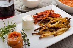 Den sunda grönsaken gå i flisor - franska småfiskar beta, selleri och morötter Arkivfoto