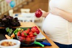 Den sunda gravida kvinnan bantar Arkivbilder