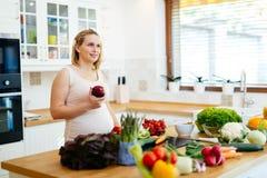 Den sunda gravida kvinnan bantar Arkivbild