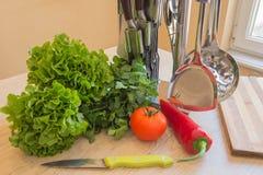 Den sunda livsstilen bantar med nya frukter Banta begreppet, att banta för frukt Royaltyfria Bilder