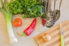 Den sunda livsstilen bantar med nya frukter Banta begreppet, att banta för frukt Arkivbilder