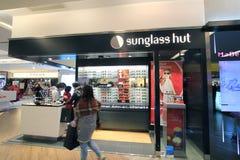 Den Sunglass kojan shoppar i Hong Kong Royaltyfri Fotografi