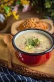 Den sura soppan som göras av rågmjöl Arkivfoto