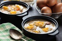 Den sura soppan som göras av rågmjöl med ägg Royaltyfria Foton