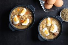 Den sura soppan som göras av rågmjöl med ägg Arkivbilder