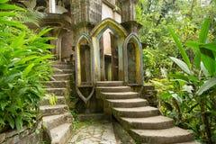 Den surrealistiska konkreta strukturen på Edward James arbeta i trädgården Xilitla Mexico arkivfoto