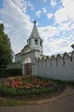 Den Suzdal Kreml med blåa kupoler Royaltyfri Bild