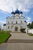 Den Suzdal Kreml med blåa kupoler Royaltyfria Foton