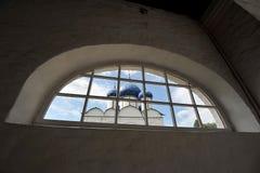 Den Suzdal Kreml med blåa kupoler Arkivfoto