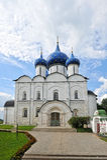 Den Suzdal Kreml med blåa kupoler Arkivbilder