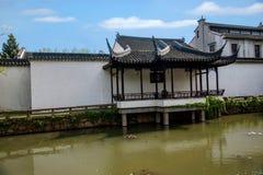 Den Suzhou piken parkerar den trädgårds- strandkanten Royaltyfri Fotografi
