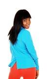 Den svart flickan i blått klår upp. royaltyfria bilder
