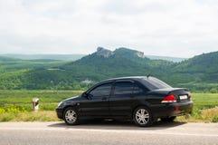 Den svarta bilen Arkivfoto
