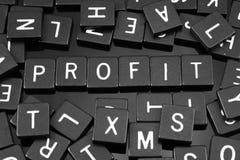 Den svarta bokstaven belägger med tegel att stava ordet & x22en; profit& x22; arkivbilder