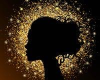 Den svarta konturn av en flicka på en guld- bakgrund, sand, smulig texturfolie Den ljusa designen av en skönhetsalong Royaltyfri Fotografi