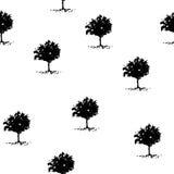 Den svarta konturn av träd klottrar från vattenfärgmålning på sömlös vit bakgrund Royaltyfria Foton