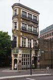 Den svarta munken Pub London UK arkivbild