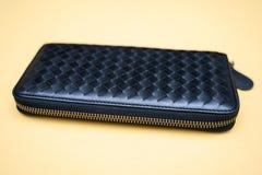 Den svarta plånboken piskar Vinande-runt om fotografering för bildbyråer