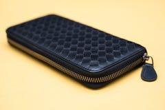 Den svarta plånboken piskar Vinande-runt om arkivfoto