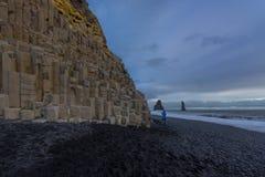 Den svarta sandstranden av Reynisfjara Fotografering för Bildbyråer