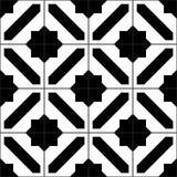 Den svartvita enkla moroccanen belägger med tegel den sömlösa modellen, vektor Arkivfoton