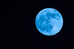 Den svartvita månen på bakgrund den mörka himlen med ingen stjärna Royaltyfria Bilder