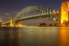 Den Sydney hamnen överbryggar på natten Royaltyfria Foton