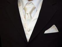 den täta brudgummen binder upp Royaltyfri Fotografi