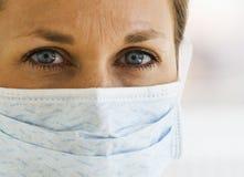 den täta doktorn eyes upp kvinnlig s Fotografering för Bildbyråer