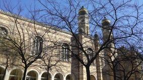 Den Tabakgasse för den Dohany gatasynagogan synagogan är den största synagogan i Europa Budapest Ungern lager videofilmer