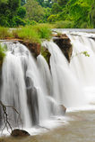Den Tad Pha Souam vattenfallet, Laos. Arkivfoton