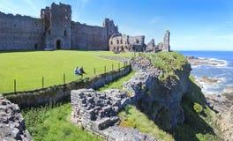 Den Tantallon slotten fördärvar Skottland turism arkivbilder