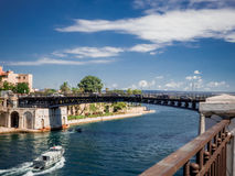 Den taranto bron på den taranto canalboaten Arkivbild