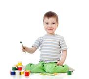 den tecknande ungen målar vattenfärg Fotografering för Bildbyråer