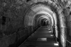 Den Templar tunnelen i den underjordiska gamla staden av Acco Israel royaltyfri bild