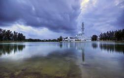 Den Tengku Tengah Zaharah moskén eller den sväva moskén är fet Arkivfoton