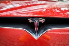 Den Tesla maskinen shoppar i Frankfurt Royaltyfria Foton