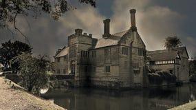 Den 13th århundrademangårdsbyggnaden nära Warwick Arkivbilder