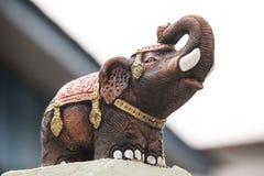 Den thai elefantstatyn Arkivbild